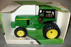 1/16 4960 JOHN DEERE Toy Tractor with MFWD and Duals NIB Ertl
