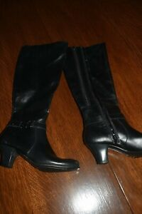 womens boots , new w/o tags  Size 7