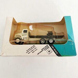 1/64 John Deere Implement Hauling Flatbed Truck Tractor Hauler 5542