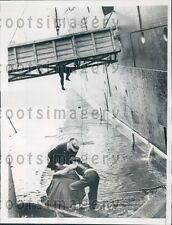 1938 Workmen Rescued After Gangplank Overturns Southampton England Press Photo