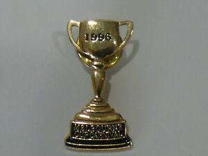 HORSE RACING 1996 MELBOURNE CUP PIN BADGE.