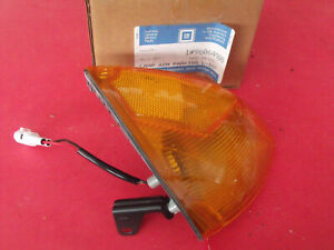 NOS 91 92 93 94 Geo Metro Left Front Parking Light 96064908