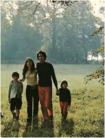 Document vintage issu de magazine année 70/80 promenade en famille