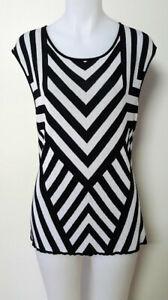 JACQUI-E Womens M Knit Top Geometric Black & White Shapely Stretch Sleeveless