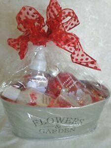 Flowers & Garden Gift, Wicker & Straw Baskets (#3107)