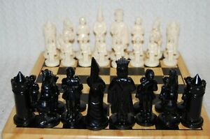 Vintage/Retro Plastic Weighted Chess Set (Pieces only No Board)