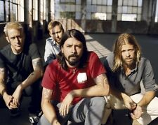 Dave Grohl, Taylor Hawkins & Nate Mendel UNSIGNED photo - H3053 - Foo Fighters