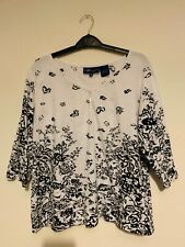 Artscapes ladies Black and white top size medium used 💙💙