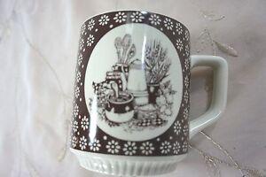 1978 ENESCO COUNTRY KITCHEN COFFEE MUG Homespun Theme  Brown & Cream