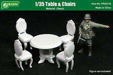 J's Work 1/35 Table and Chairs (Plastic)