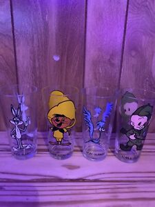 Warner Brothers Looney Tunes Lot of 8 Pepsi Collector Series 1973 Glasses