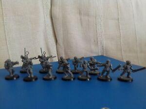GW 2003 - Warhammer lot de 12 personnages  soldats....Sur socles