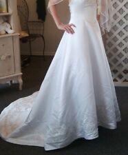 Strapless sweetheart neckline wedding gown, Chapel length bustleable train