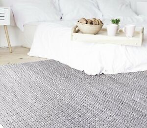 Handwoven with 100% wool EUROPA RUG pride to create the extremely fashionable