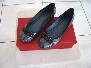 Une paire de chaussures Couleur Pourpre (Ballerines) Trés peu portées