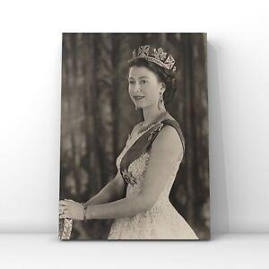 Celebrities canvas wall art Queen Elizabeth II - Black/white Portrait with crown