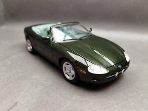 1:18..Maisto--Jaguar XK 8 / 1 A 473