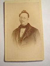 Mann mit Brille im Anzug - Portrait Zeichung - ca. 1860/70er Jahre / CDV