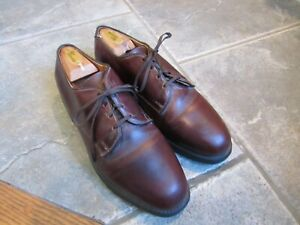 PAIR OF ALLEN EDMONDS OXFORD BURGUNDY DRESS SHOES SIZE 8 E WIDE WITH FORMERS