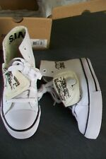 Levi`s-white canvas  unisex trainers.EU 30 kids(UK 11,5).New in box.RRP 55 £