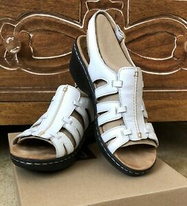 CLARKS LEXI MARIGOLD White Leather Cushioned Comfort SANDALS-Buckle Closure-Sz 9