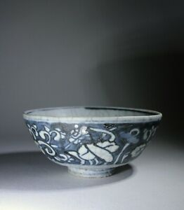 Large Antique Chinese Ming Dynasty Blue & White Porcelain Bowl Loose Foliate