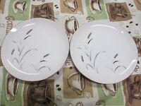 2 Porcelain Amway Fine China 5748 Salad Dessert Plates 7-1/2 Gold Leaf Wheat Pat