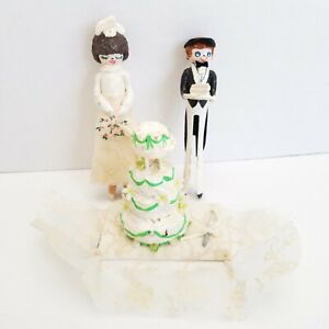 """Vtg Bride and Groom Clothes Pin Cake Topper Kitsch 4.5"""" Wedding"""