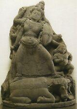Postkarte: Statue der Göttin Durga auf einem Büffel - sehr schönes Motiv