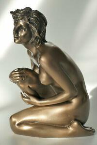 frau,akt,figur,erotik,statue,frauenakt,polyresin,hockend,bronziert,12x6x8,5cm