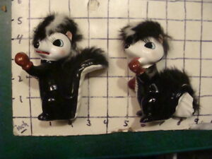 "Original Vintage SKUNK -- PAIR of BOXING SKUNKS -- 4 1/2"", 4 1/3"" tall, japan"