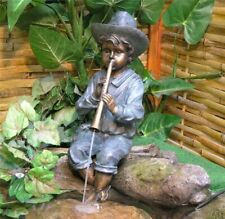 Wasserspiel Wasserspeier junge sitzend mit Flöte Spielend pumpe Gr0812