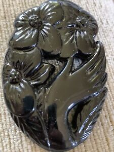 ANTIQUE VICTORIAN STYLE BLACK CARVED WHITBY JET LOOKING MOURNING BROOCH