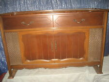 Vintage Magnavox Stereo Cabinet With Record Player AM-FM, model 1ST638