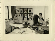 PHOTO ANCIENNE - VINTAGE SNAPSHOT - FEMME COUTURE MACHINE SINGER MODE BRODERIE
