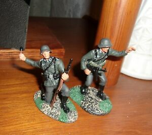 BRITAINS WW 2 GERMAN 17144 Wermacht NCO & Private 2 pc of set New metal comp.