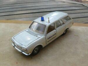Peugeot  504 Break Ambulance     1/43  Solido  Ref : 23