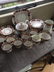 Antique Royal Albion Imari Style 2191 32 Pieces Including Tea Pot 1920/1930