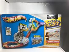 Hot Wheels Wall Tracks Mid-Air Madness Booster Trackset