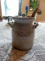 Oliventopf Tontopf Steingut handgearbeitet mit Kelle aus Olivenholz