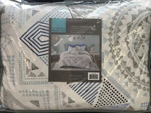 URBAN HABITAT FULL/QUEEN 7 PIECE COVERLET SET BLUE ABSTRACT DESIGN NIP
