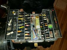 Vintage Umco Tackle Box Model 1000A W/ Fishing 45 large Lures