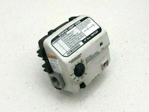 """A.O. Smith by Honeywell Gas Control Valve 100262939 2"""" Cavity Natural Thermostat"""