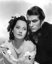 Merle Oberon & Laurence Olivier UNSIGNED photograph - M2594 - Wuthering Heights