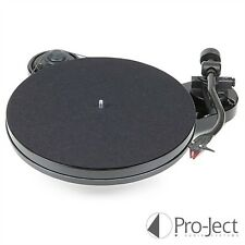 Pro-Ject RPM 1 Carbon Plattenspieler in Hochglanz schwarz inkl. Ortofon 2M Red