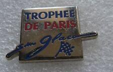 Pin's TROPHEE DE PARIS Sur Glaces avec un Drapeau #D4