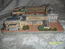 Buckingham Palace by Danbury Mint Castles Of The British Monarchy w/Coa & Box
