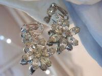GORgeous Vintage 1960's Navetter Rhinestone Flower Dangly Clip Earrings 25D8