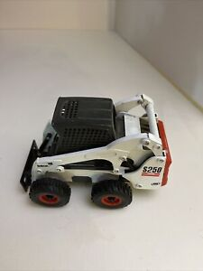 Diecast Collectable Toy Bobcat 1:25 Scale Skid Steer Loader Model S250 Toy