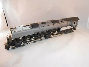 AHM/Rivarossi HO Scale Union Pacific UP 4-6-6-4 Challenger Lt/Drk Gray #3978